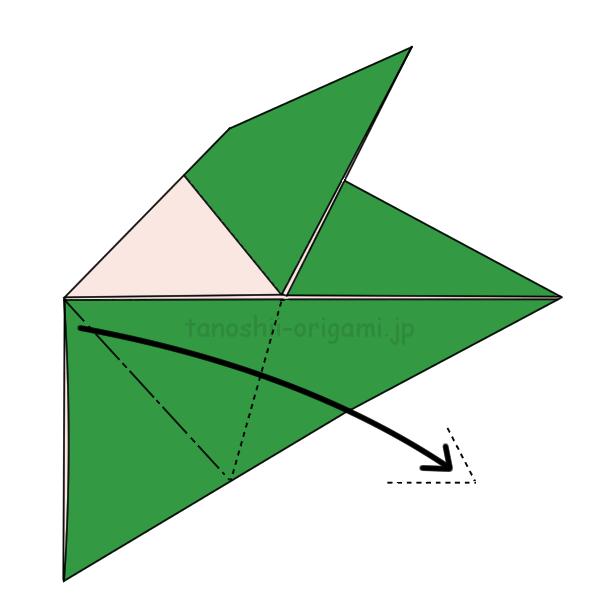反対側も同じように折り目に合わせて外側に折る
