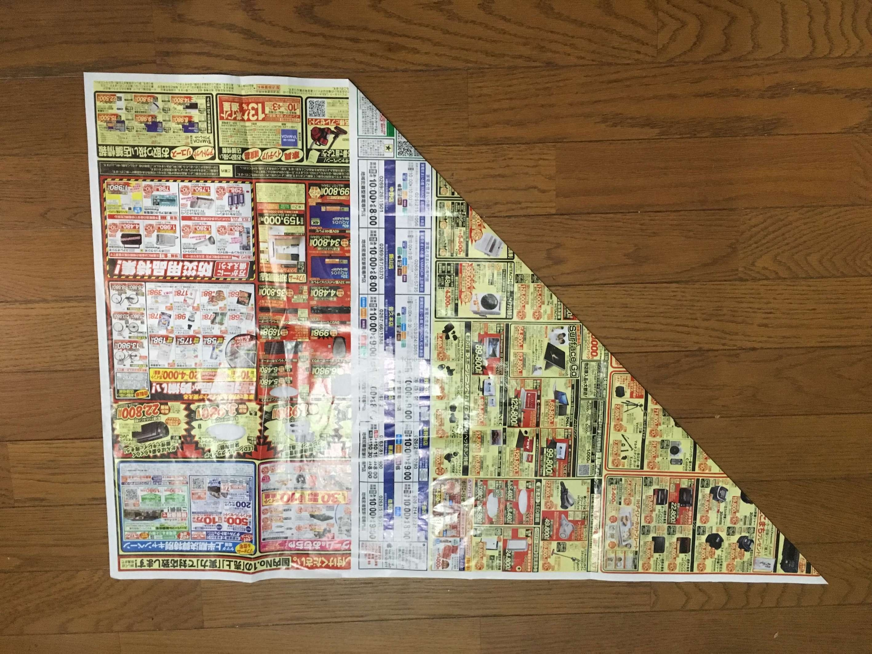 広告や新聞紙を三角に折る-2