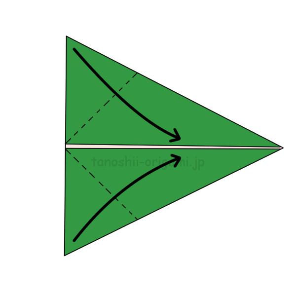 角を合わせるようにして折り目をつける