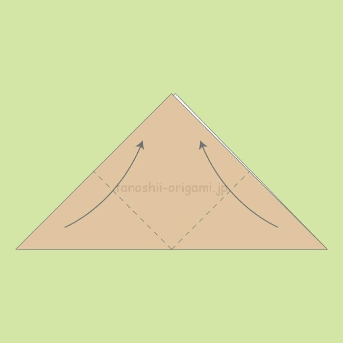 1_三角に折り、頂点を合わせるように上に折る。