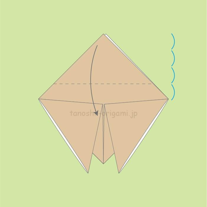 3_てっぺんの2-3位を下に向けて折る。