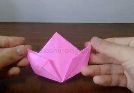 折り紙の桃の完成