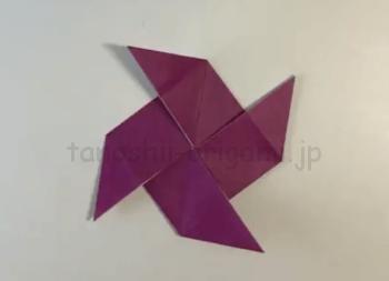 折り紙の風車(かざぐるま)の完成