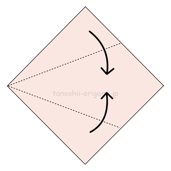 1.折り紙を真ん中に合わせて折る