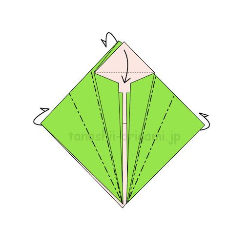 10.反対側も同じように真ん中に合わせて半分に折るのを2回繰り返す。上の三角の部分を下に折る。-2