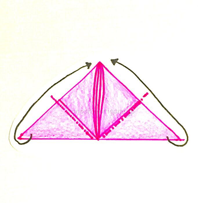 7.反対側も同じように角と角を合わせるように折る-2