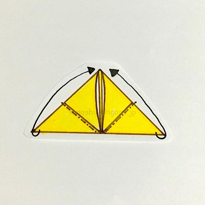 7.反対側も同じように角と角を合わせるように折る