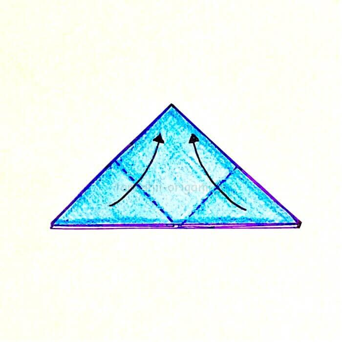 7.角と角を合わせるように折る