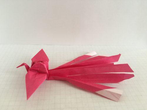 折り紙の鳳凰(ほうおう)の尻尾を切る(横)-2