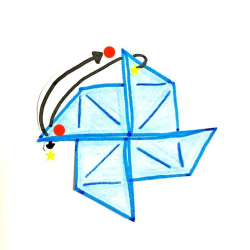 10.星マークを上に折り、丸マークは裏側に向けて折る