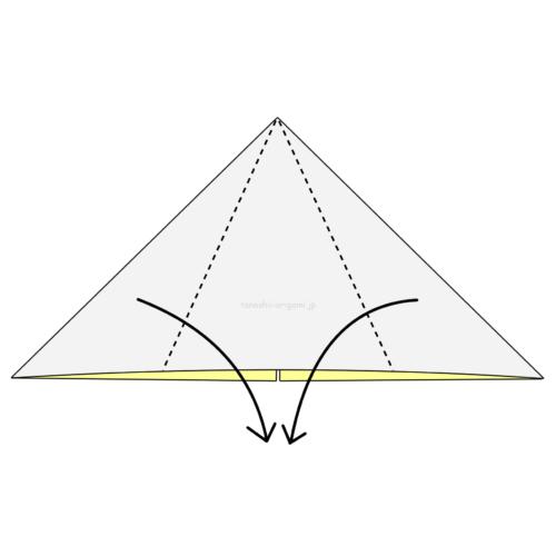 11.折り紙を裏返して両側を真ん中に合わせて下に向けて折る