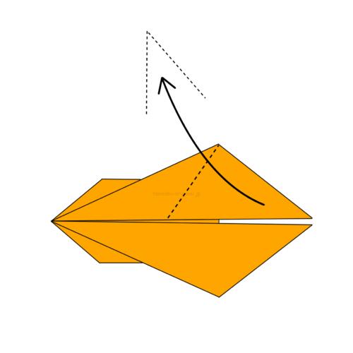 12.片方を上に向けて折る
