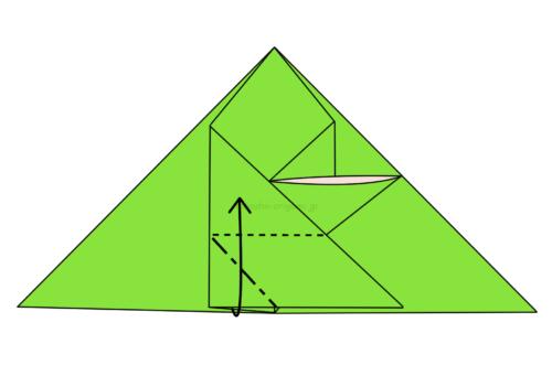 12.角の部分に斜めに折り線をつけて上に開いてつぶすように折る