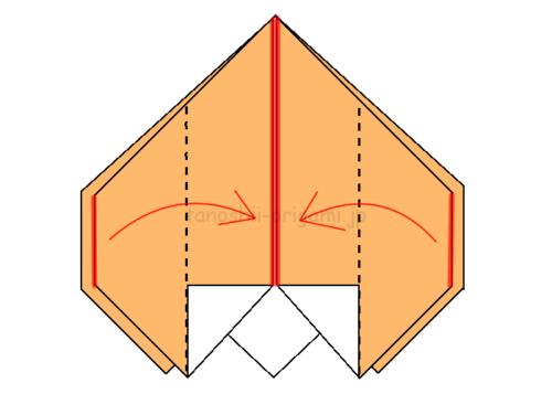 16.両端を真ん中に合わせて折る