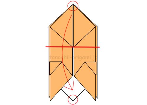 17.一番上と一番下を重ねるように半分に折りながら広げる