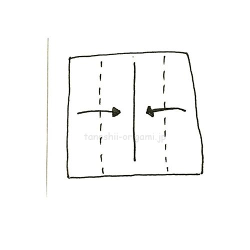 2.さらに折り紙を両側から縦半分に折る