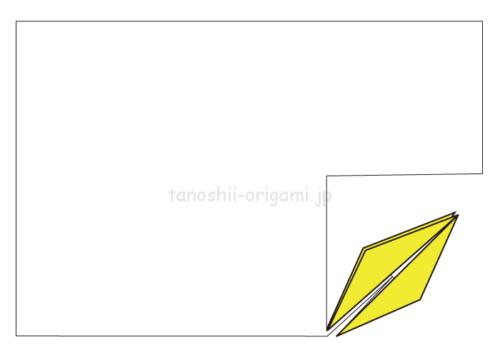3-1.切り取った小さい四角で鶴を折っていく。