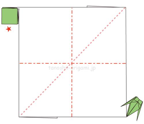 4.反対側も同じように羽で繋がるように折っていく。