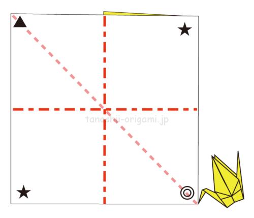 4.大きい正方形の方も◎マークが下になるように鶴を折る