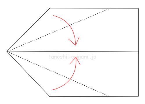5.両端を真ん中に合わせて折る。