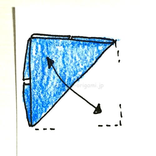 6.もう一度斜めに折り線をつける-2
