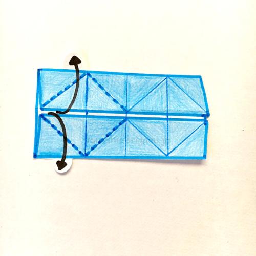 7-1.開いて折り線にあわせて開いてつぶすように折る