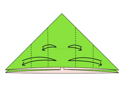 7.左右に2カ所ずつ折り線をつける