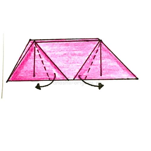 8.三角の部分を折り、足を作る