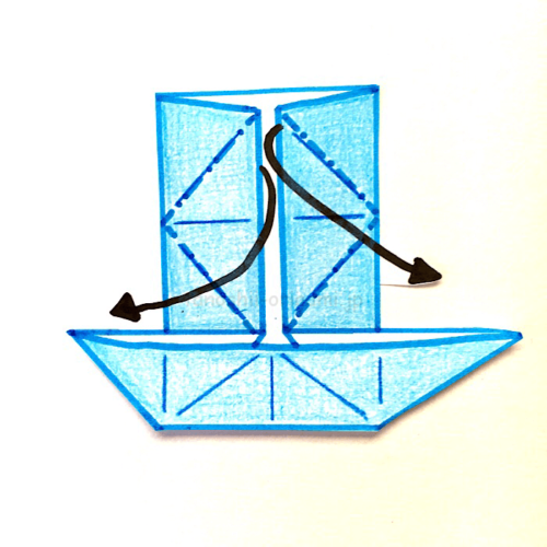 8.反対側も同じように折り線に合わせて広げてつぶすように折る