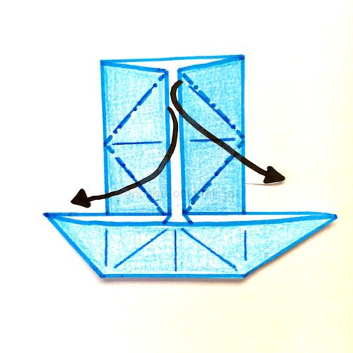 8.反対側も同じように開いてつぶすように折る