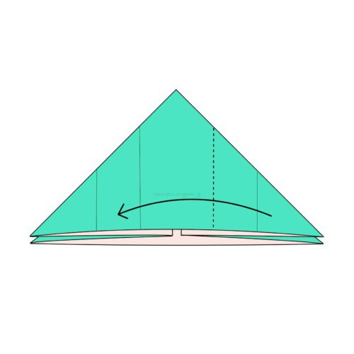 8.右側の1つの折り線に合わせて左側に向けて折る-2