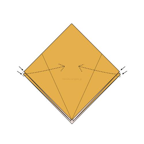 8.折り線に合わせて両端が内側に隠れるように折る