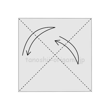 1.折り紙を三角に2回折り、折り線をつける (2)