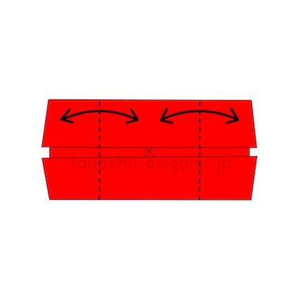 2.両端から真ん中に合わせて、折り線をつける