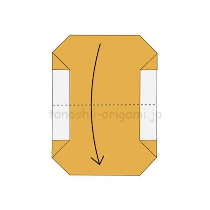 3.折り紙を半分に折る。