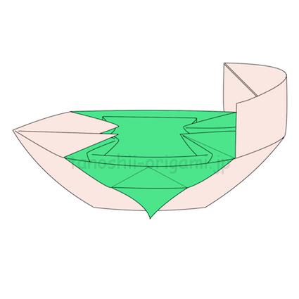 31.片方を上に折り上げると船の出来上がり