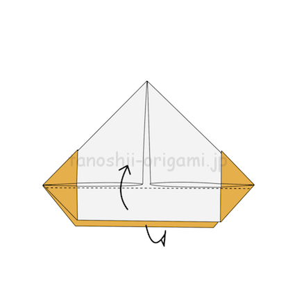 5.下のはみ出している部分を上に折る。