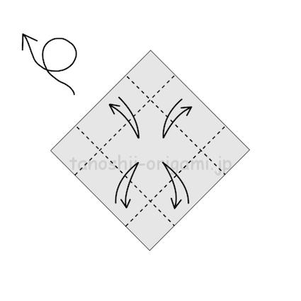 5.端を真ん中に合わせて折り、折り線をつける (2)