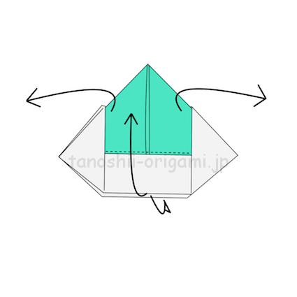 8.両端を開きながら下から上にめくるように折る-2