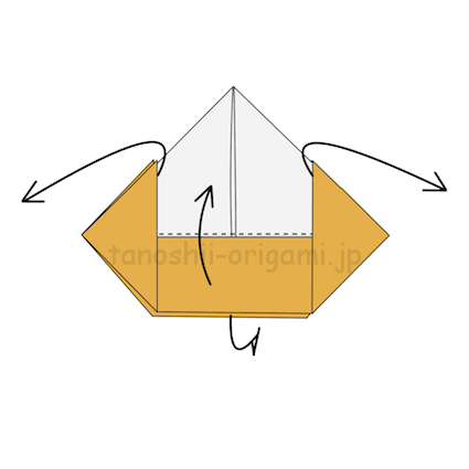 9.両側の上に向けて折ったところを広げつつ、中央のところを上に向ける。