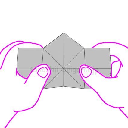 15.裏側から見た状態。両側をつまんで左右に引っ張る。