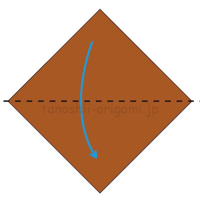 1.折り紙を三角になるように半分に折り、折り線をつける。