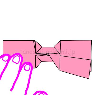 16-3.リボンの重なりを意識して折るときれいになります。