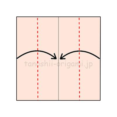 2.両端から真ん中の線に合わせて折り、さらに半分に折る。