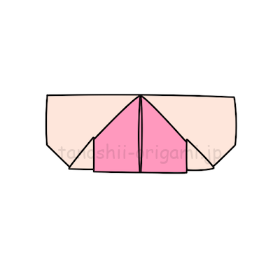 5.下に向いている角と上の橋を合わせて折る。