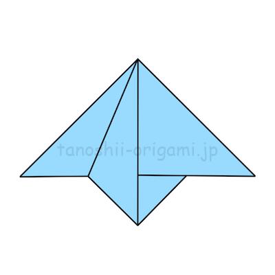 6.こちらも中心に合わせて左側の1枚を下に向けて折る。