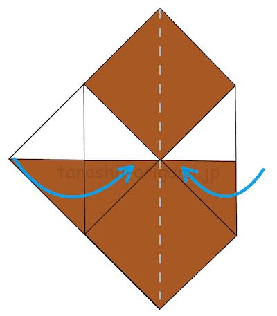 7.左右の角を中心に合わせて折る。