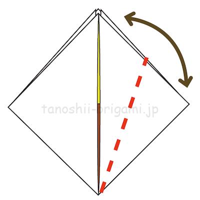 8.右の角を真ん中の線に合わせて折る。