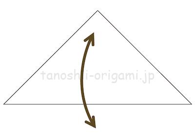 1-2.折り紙を三角になるように半分に折り、折り線をつける。
