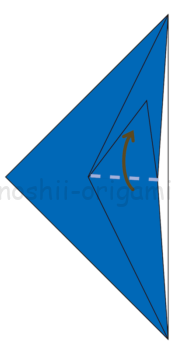 6.立ち上がったところは上下に向けて折りたたんで折り線をつけておく。